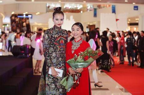 Ngoc Chau dep khong ti vet voi ao dai tinh te - Anh 3