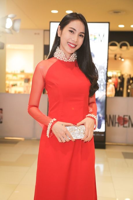 Dan top model do ve duyen dang voi ao dai - Anh 9