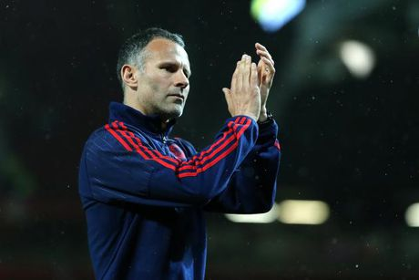 Tin HOT sang 5/10: Giggs bi Swansea che bai, Balotelli duoc rua toi - Anh 1