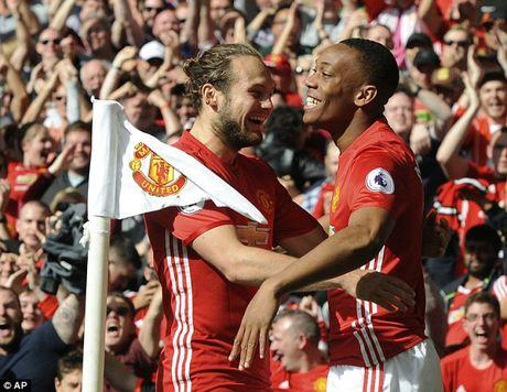 Martial duoc Man United theo sat sau lum xum doi tu - Anh 2