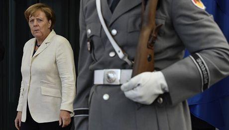 DW: Ba Merkel khien Duc bi co lap hoan toan - Anh 1