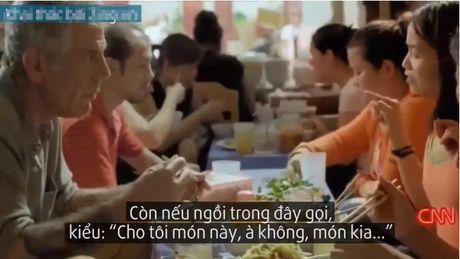'Bun mang chao chui' Ha Noi len truyen hinh CNN: 'Toi rat vui va bat ngo...' - Anh 1