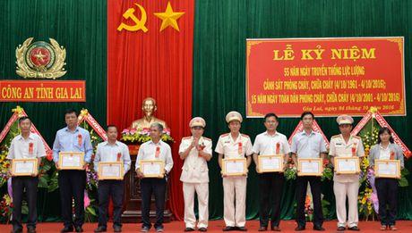 Cong an tinh Gia Lai to chuc le ky niem 55 nam thanh lap luc luong PCCC - Anh 1