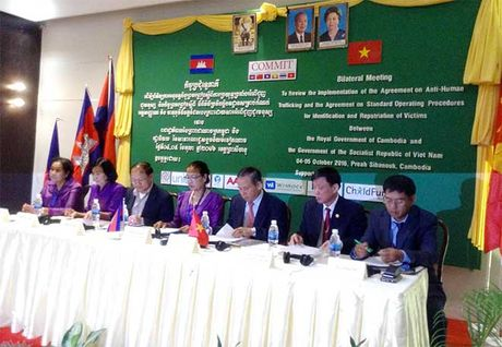Viet Nam – Campuchia hop tac dau tranh phong chong mua ban nguoi - Anh 1