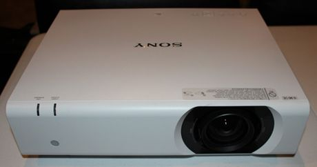 Sony ra mat cac dong may chieu chuan Full HD voi gia re mot nua - Anh 3