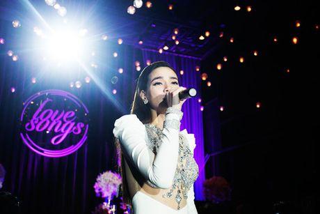 Ho Ngoc Ha lien tuc treu choc dan chi Thanh Ha - Anh 6