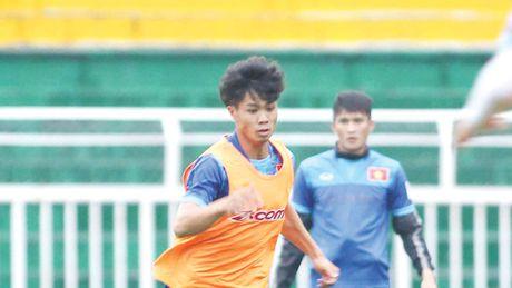 Cong Phuong buon vi phai du bi o Mito Hollyhock - Anh 1