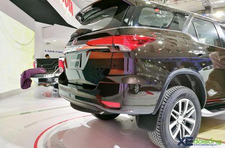 Chi tiet Toyota Fortuner moi chinh hang dau tien tai Viet Nam - Anh 9