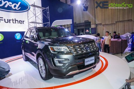 Ford Explorer trinh lang voi gia gan 2,2 ty dong - Anh 2