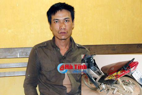 'Ngao da', cuop xe may cong nhan lam duong - Anh 1