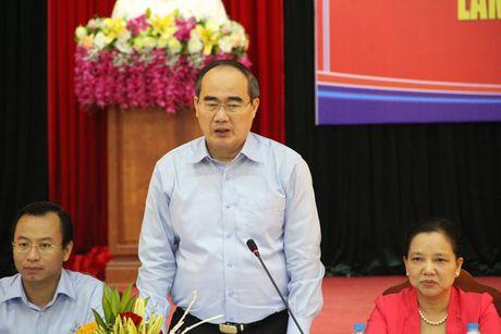 Khen thuong tap the ca nhan cuu nguoi trong vu chim tau Da Nang - Anh 2