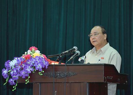 Thu tuong Nguyen Xuan Phuc tiep xuc cu tri huyen Vinh Bao, TP. Hai Phong - Anh 2