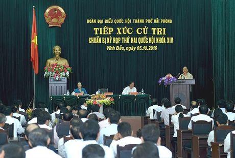 Thu tuong Nguyen Xuan Phuc tiep xuc cu tri huyen Vinh Bao, TP. Hai Phong - Anh 3