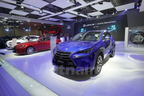 Bon 'ngoi sao' Lexus toa sang khong gian Vietnam Motor Show 2016 - Anh 1