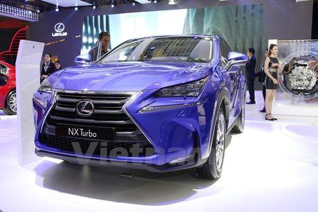 Bon 'ngoi sao' Lexus toa sang khong gian Vietnam Motor Show 2016 - Anh 2