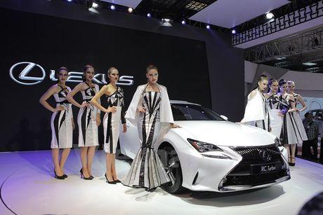 Bon 'ngoi sao' Lexus toa sang khong gian Vietnam Motor Show 2016 - Anh 5