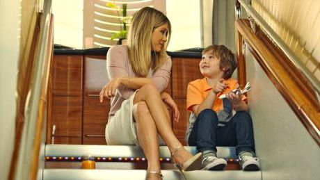 Jennifer Aniston tro lai tren chuyen bay Emirates - Anh 1