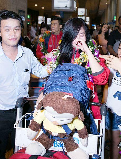 Hot girl taekwondo Tuyet Van khoc nuc no khi ve nuoc - Anh 2