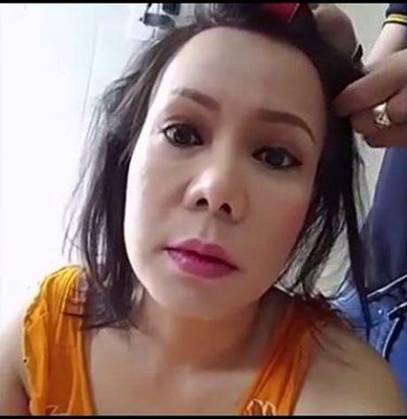 Hot tren face 6.10: Viet Huong phan phao anti-fan tren facebook, Bang Kieu cung bi 'chui' khi di an bun mang - Anh 1
