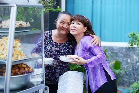 Hot tren face 6.10: Viet Huong phan phao anti-fan tren facebook, Bang Kieu cung bi 'chui' khi di an bun mang - Anh 2