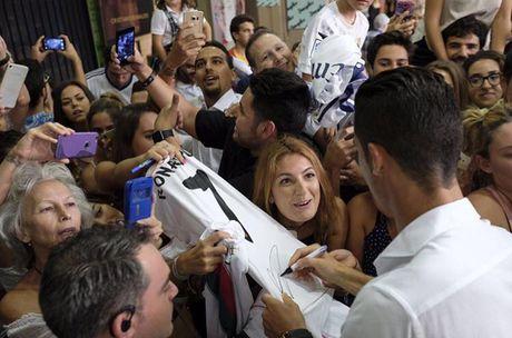 Top 50 cau thu duoc theo doi nhieu nhat mang xa hoi (Ky 1): Cristiano Ronaldo - Anh 1
