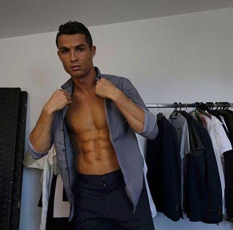 Top 50 cau thu duoc theo doi nhieu nhat mang xa hoi (Ky 1): Cristiano Ronaldo - Anh 6