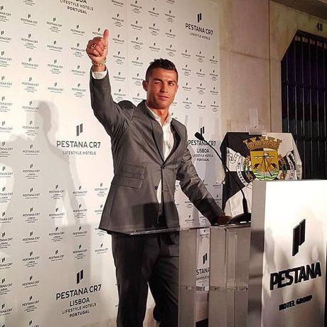 Top 50 cau thu duoc theo doi nhieu nhat mang xa hoi (Ky 1): Cristiano Ronaldo - Anh 7