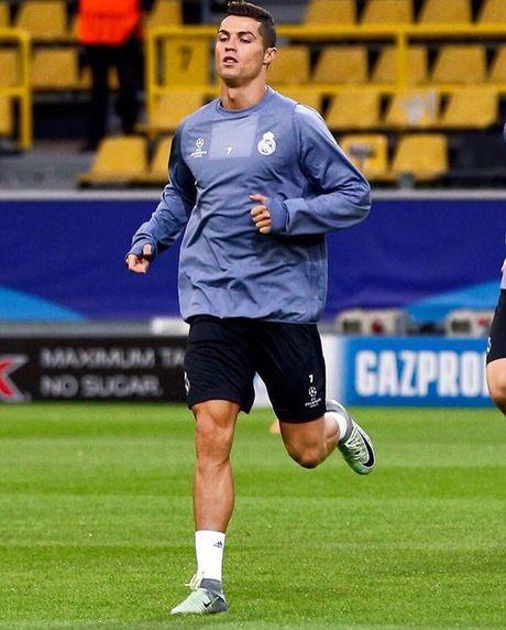 Top 50 cau thu duoc theo doi nhieu nhat mang xa hoi (Ky 1): Cristiano Ronaldo - Anh 9