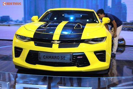 'Soi' sieu xe Chevrolet Camaro SS 2017 dau tien tai VN - Anh 2