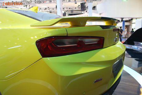 'Soi' sieu xe Chevrolet Camaro SS 2017 dau tien tai VN - Anh 6