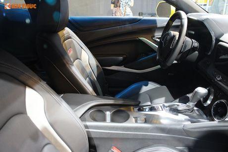 'Soi' sieu xe Chevrolet Camaro SS 2017 dau tien tai VN - Anh 7