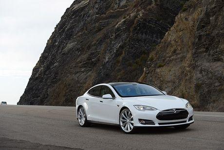Vo Dan Truong 'show hang' sieu xe dien Tesla tien ty - Anh 10