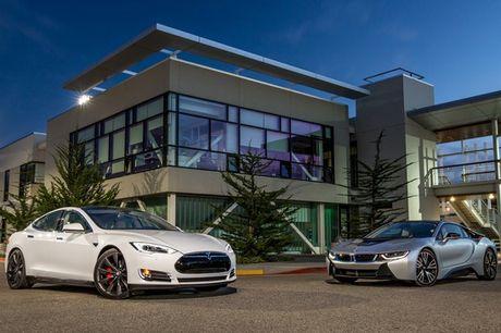 Vo Dan Truong 'show hang' sieu xe dien Tesla tien ty - Anh 11