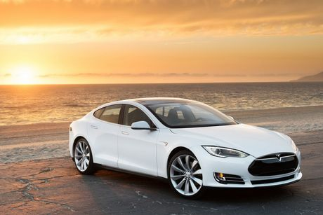 Vo Dan Truong 'show hang' sieu xe dien Tesla tien ty - Anh 3