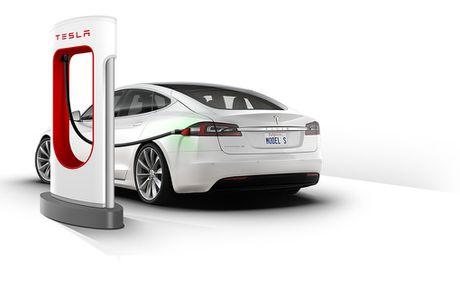 Vo Dan Truong 'show hang' sieu xe dien Tesla tien ty - Anh 5