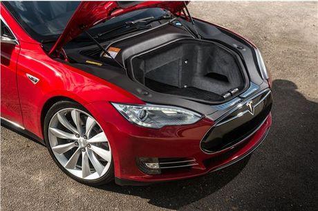 Vo Dan Truong 'show hang' sieu xe dien Tesla tien ty - Anh 6