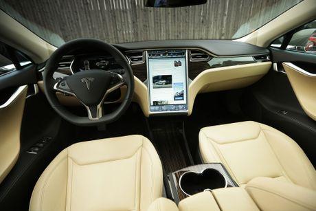 Vo Dan Truong 'show hang' sieu xe dien Tesla tien ty - Anh 7