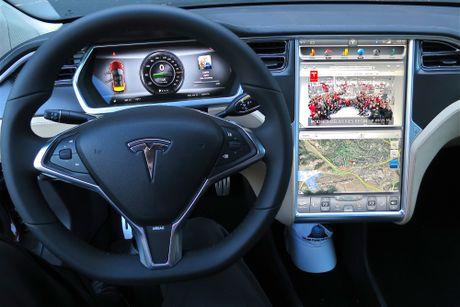 Vo Dan Truong 'show hang' sieu xe dien Tesla tien ty - Anh 8