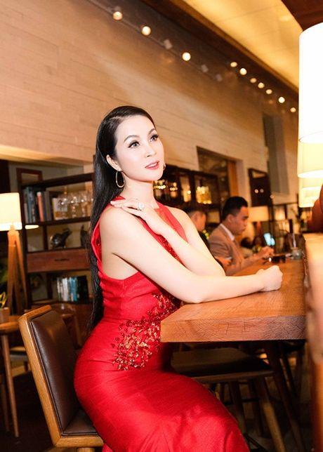 MC Thanh Mai van goi cam den me hon voi mai toc dai - Anh 5