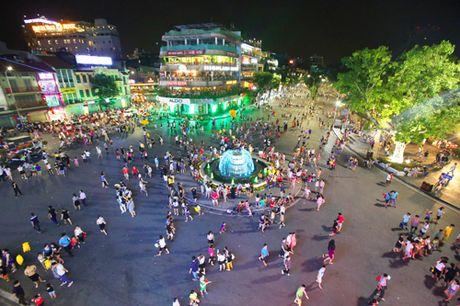 Chua mo rong khong gian di bo o pho co Ha Noi - Anh 1
