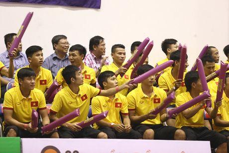 Tuyen thu futsal ung ho bong ro - Anh 1