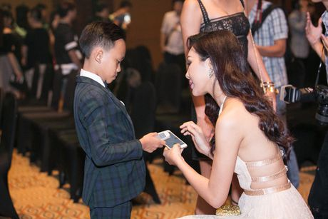 "Be Ho Van Cuong cung thanh ""sao"" du su kien - Anh 3"