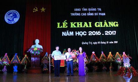 Bao PLVN tang 20 suat hoc bong cho luu hoc sinh Lao - Anh 1