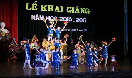 Bao PLVN tang 20 suat hoc bong cho luu hoc sinh Lao - Anh 2