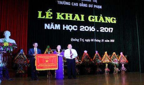 Bao PLVN tang 20 suat hoc bong cho luu hoc sinh Lao - Anh 3