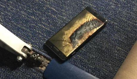Samsung Note 7 boc khoi, may bay My so tan khan - Anh 1