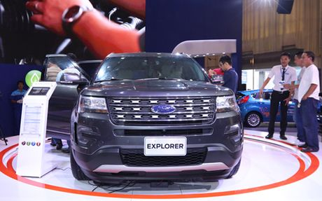 Can canh Ford Explorer gia gan 2,2 ty dong - Anh 1