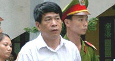 Nguyen Tong Giam doc PMU 18 Bui Tien Dung bi ung thu phoi, tam dinh chi thi hanh an - Anh 1