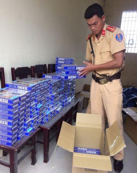 Thanh Hoa: Bat 2 xe khach cho hang hoa khong ro nguon goc - Anh 1