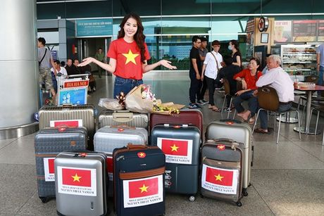 Nam Em mac ao co do sao vang, mang 150kg hanh ly den Miss Earth - Anh 2